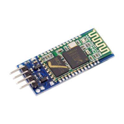 Hier zie je een HC-05 met 4 pins