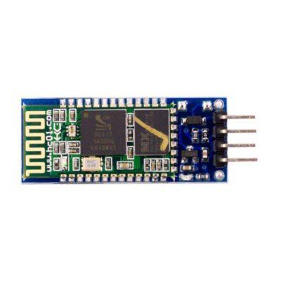 Hier zie je de bovenkant van een HC-05 met 4 pins