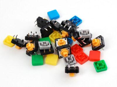 assortiment de boutons poussoirs colorés carrés